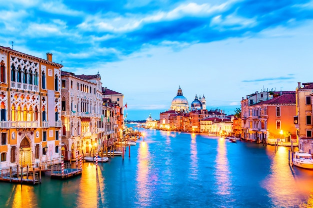 basilica-santa-maria-della-salute-grand-canal-blue-hour-sunset-venice-italy-with-boats-reflections_136401-32 - 복사본.jpg
